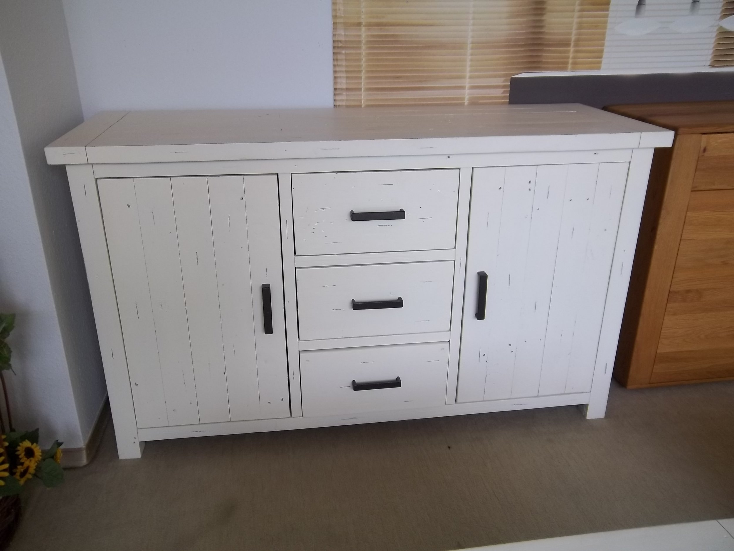 Sideboard History, Pinie recycelt weiss